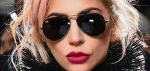 Diva Nyentrik Itu Bernama Lady Gaga