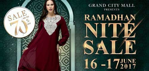 Live Music Hibur Pengunjung Ramadhan Late Night Sale 2017